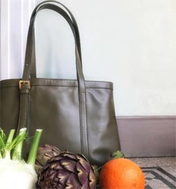 How are you using your handbag these days? We love to bring our Zoe de Huertas St. Sebastian with us for our weekly fruit and veggie grocery shopping.